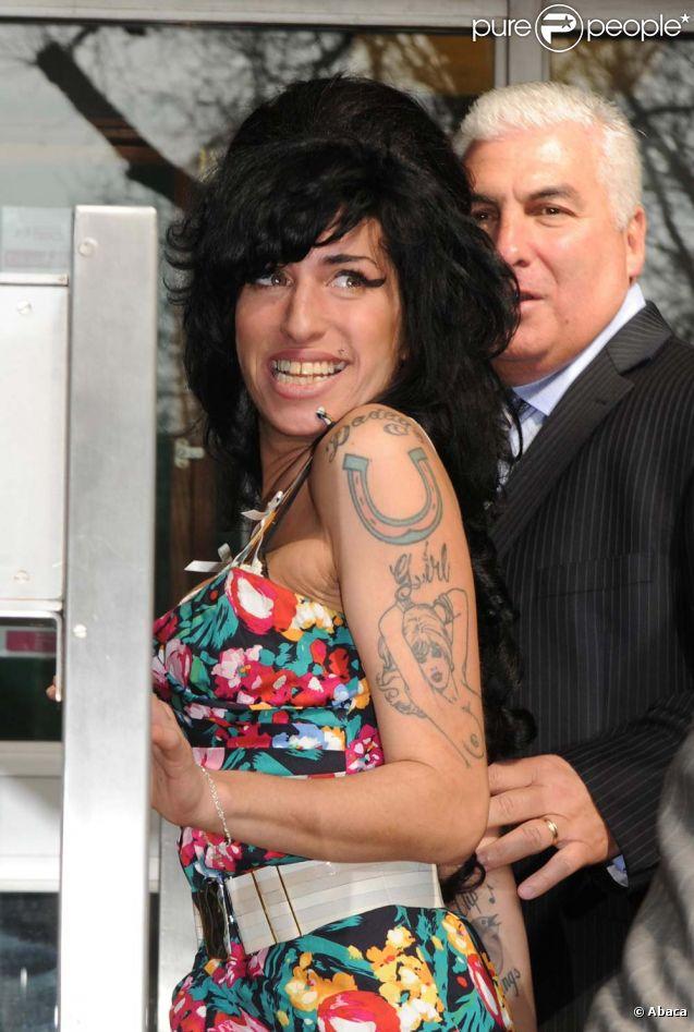 Amy Winehouse et son père Mitch, à Londres, le 17 mars 2009.
