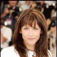 Sophie Marceau dévoile sa longue chevelure châtain aux reflets roux, une couleur qui se marie parfaitement à ses yeux dorés. Encore une fois, l'actrice de 38 ans oublie de se maquiller mais même au naturel, elle est toujours aussi belle. 15 mai 2004
