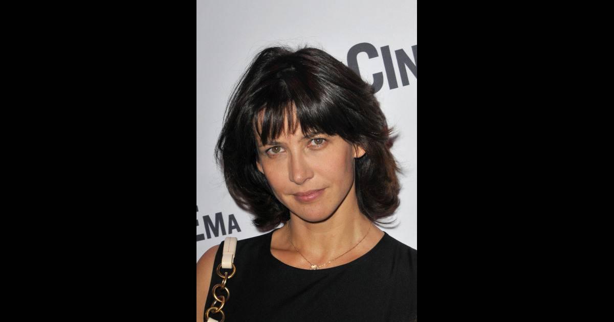 sophie marceau coupe court pour retrouver sa coiffure d 39 ado l 39 actrice a galement retrouv son. Black Bedroom Furniture Sets. Home Design Ideas