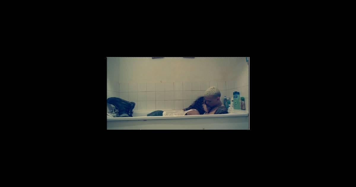 rihanna dans la baignoire avec son amant dans son dernier. Black Bedroom Furniture Sets. Home Design Ideas