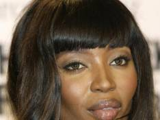 Naomi Campbell met aux enchères sa tenue d'Ugly Betty