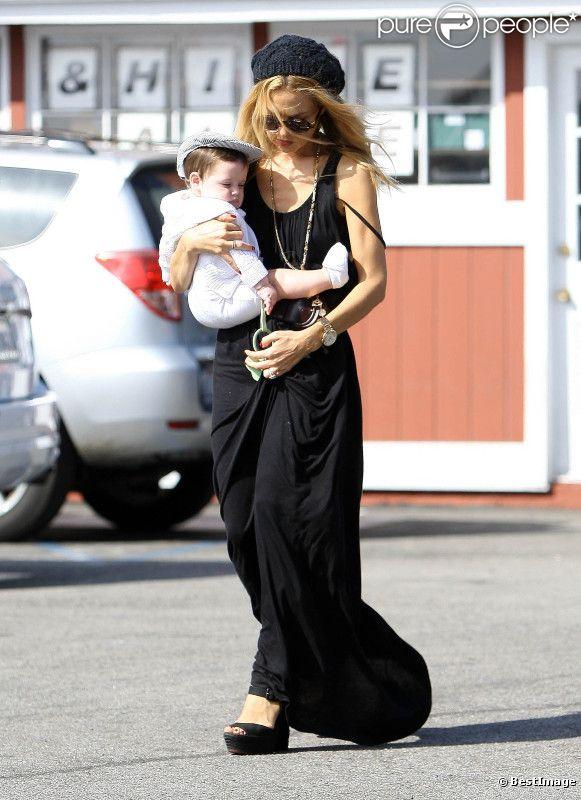 Rachel Zoe se fait voler la vedette par son adorable fils Skyler. Le 23 octobre 2011 à Brentwood