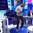 Omar Sy se déhanche dans On n'est pas couché le samedi 29 octobre 2011 sur France 2