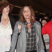 Steven Tyler, toujours bien amoché, et sa petite amie : la tournée continue