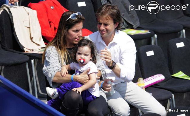 Arantxa Sanchez Vicario, son époux Josep Santacana et leur fille Arantxa, à Lérida (nord-est de l'Espagne), le 16 avril 2011.