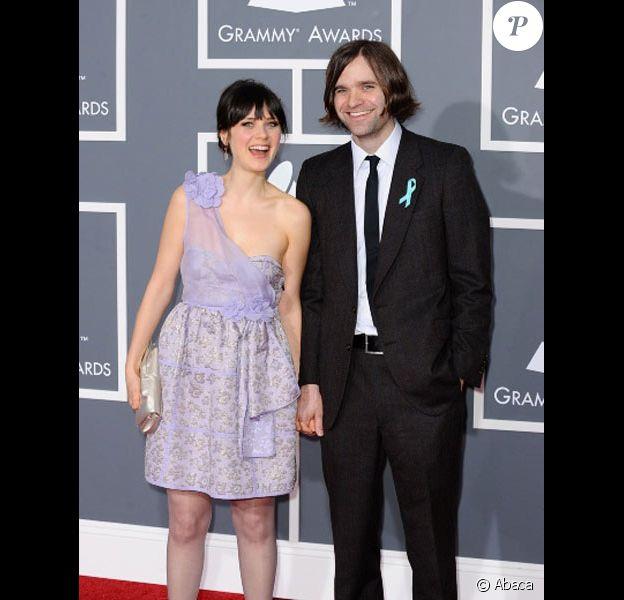Zooey Deschanel et Ben Gibbard posent lors des Grammy Awards en février 2009