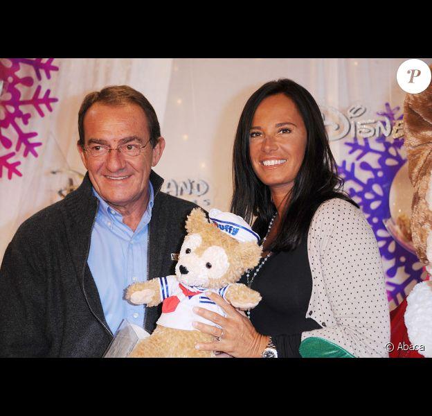 Nathalie Marquay et Jean-Pierre Pernaut posent à l'occasion de la soirée de lancement des festivités de Noël aux parcs Disneyland Paris, le samedi 5 novembre 2011.
