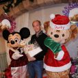 Julien Arnaud pose à l'occasion de la soirée de lancement des festivités de Noël aux parcs Disneyland Paris, le samedi 5 novembre 2011.
