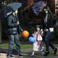 Katie Holmes, Connor Cruise et Suri Cruise déguisée en princesse pour Halloween, le 31 octobre 2011, à Pittsburgh