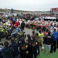 Les pilotes de toutes les catégoris moto ont tenu à rendre hommage à Marco Simoncelli lors du grand prix de Valence le 6 novembre 2011