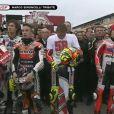 Les pilotes, toutes catégories confondues, ont rendu hommage à Marco Simoncelli le 6 novembre 2011 lors du Grand Prix de Valence