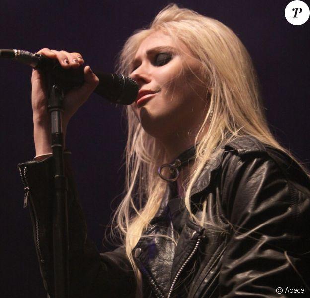 La nouvelle star du rock Taylor Momsen, en plein live avec The Pretty Reckless à Leeds, le 12 novembre 2011.