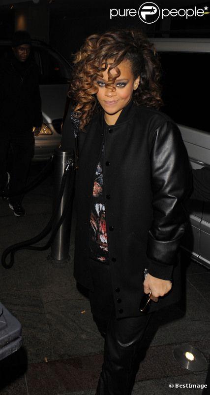 Rihanna arrive au Whisky pour célébrer l'anniversaire de son frère à Londres le 13 novembre 2011