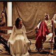 Karima Charno, Faustine Bollaert et Derka dans le making-of de la photo des animateurs W9 pour la promo de Spartacus