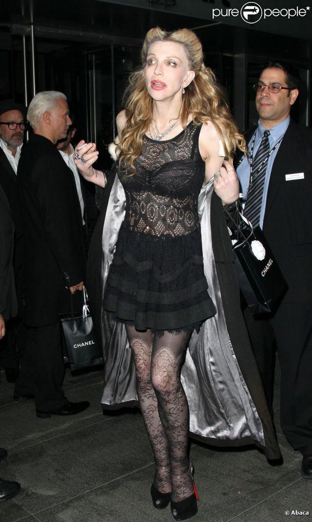 Courtney Love à la sortie de l'exposition consacré à Pedro Almodovar à New York, le 15 novembre 2011.