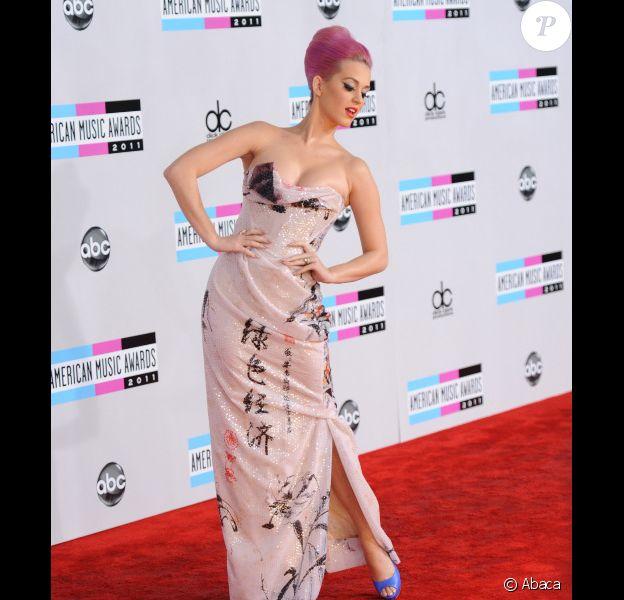 Katy Perry le 20 novembre 2011 lors des American Music Awards au Nokia Theatre de Los Angeles