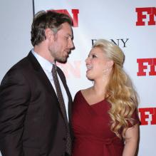 Jessica Simpson et Eric Johnson posent à New York, à l'occasion des 25e