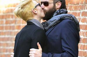 Tilda Swinton et son amoureux : incapables de résister à ce fougueux baiser
