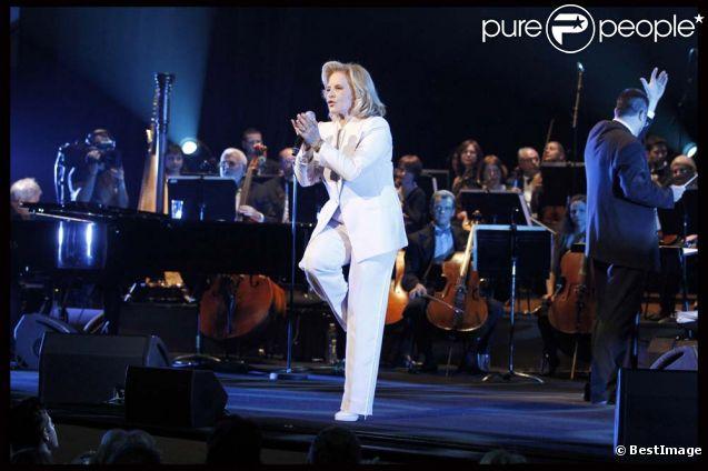 Sylvie Vartan en concert pour ses 50 ans de carrière, à la salle Pleyel, à Paris, le 23 novembre 2011.