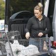 Hilary Duff, enceinte, fait ses courses toute seule à Beverly Hills le 11 décembre 2011