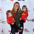 Brooke Mueller, l'ex-femme de Charlie Sheen, consent à se séparer des jumeaux Bob et Max pour faire une nouvelle tentative en rehab' en décembre 2011.