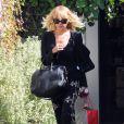 Nicole Richie et son sac Antigona de Givenchy sous le coude, sort de son salon de coiffure. Beverly Hills, le 10 octobre 2011.