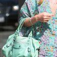 Un autre modèle appartenant à Nicky Hilton, fan inconditionnelle du mini Balenciaga, en couleur vert d'eau. Malibu, le 22 juillet 2011.