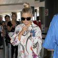 Toujours très lookée même pour plusieurs heures de vol, Fergie a reconnu l'utilité du Boston de Céline, solide et spacieux. Los Angeles, le 25 août 2011.