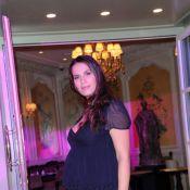 Elisa Tovati, enceinte et sublime, succombe à la gourmandise