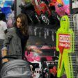 Jessica Alba a acheté une belle voiture Barbie à sa fille Honor pour la fête de Noël. Le 21 décembre 2011