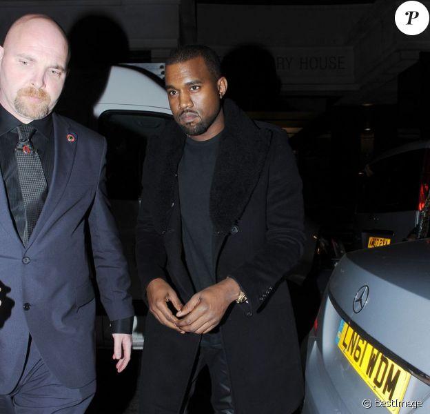 Kanye West arrive au club Embassy à Londres le 22 décembre 2011