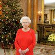 La reine Elizabeth II lors de sa traditionnelle allocution de Noël, le 25 décembre 2011 à Sandringham.   Le Noël 2011 de la famille royale britannique à Sandringham a été marqué par l'absence du prince Philip, hospitalisé, mais aussi par l'extraordinaire engouement suscité par Kate Middleton, attraction à Sandringham pour son premier Noël royal.