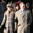 Autumn Phillips laissait voir quelques rondeurs maternelles, le 25 décembre, 2011, au bras de son époux Peter Phillips, lors du Noël de la famille royal. Le couple attend son deuxième enfant pour le printemps 2012.   Le Noël 2011 de la famille royale britannique à Sandringham a été marqué par l'absence du prince Philip, hospitalisé, mais aussi par l'extraordinaire engouement suscité par Kate Middleton, attraction à Sandringham pour son premier Noël royal.