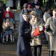 Zara Phillips était radieuse le 25 décembre 2011, accompagnée de son époux Mike Tindall, dont c'était le premier Noël royal.   Le Noël 2011 de la famille royale britannique à Sandringham a été marqué par l'absence du prince Philip, hospitalisé, mais aussi par l'extraordinaire engouement suscité par Kate Middleton, attraction à Sandringham pour son premier Noël royal.