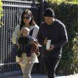 Selma Blair, Jason Bleick et leur petit Arthur, âgé de 5 mois, à Los Angeles, le samedi 24 décembre 2011.