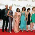 Julien Oliveri, à droite, en compagnie de Blandine Bellavoir et des comédiens de Plus Belle la Vie, le 8 juin 2007 à Monaco
