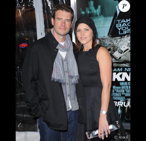 Scott Foley et sa femme le 16 février 2011 à Los Angeles