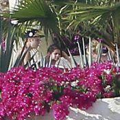 Justin Bieber, torse nu au soleil avec Selena Gomez, déclenche une polémique
