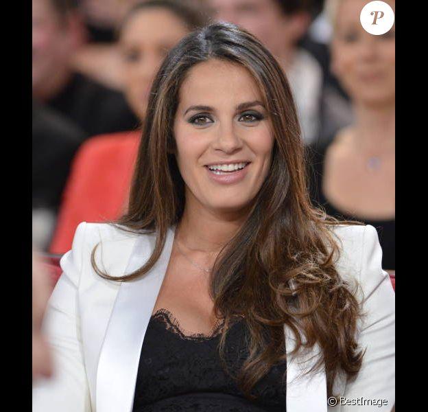 Elisa Tovati, enceinte, sur le plateau de Vivement Dimanche spécial La vérité si je mens ! 3, diffusé le 15 janvier 2012