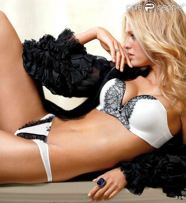 Erin Heatherton prend la pose pour Victoria's Secret.