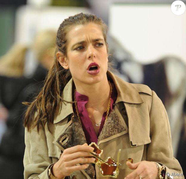 Charlotte Casiraghi lors du Gucci Masters de décembre 2011. En janvier 2012, fatiguée d'être harcelée par les paparazzi, Charlotte Casiraghi passe à l'offensive en justice, pour ne pas vivre le même enfer que Lady Di.