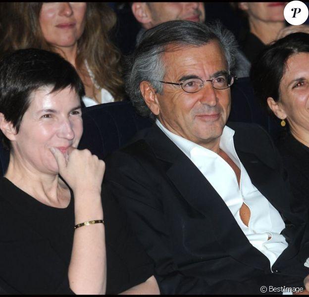 Christine Angot et Bernard-Henry Lévy lors de la remise du prix Saint-Germainà Paris le 18 janvier 2012
