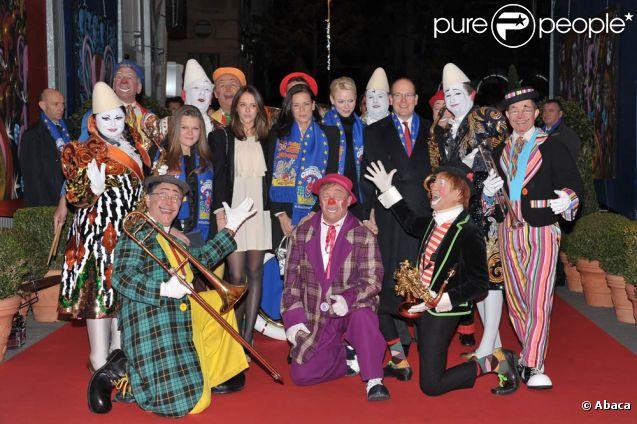 La princesse Stéphanie de Monaco inaugurait le 19 janvier 2012 le 36e Festival international du cirque de Monte-Carlo, entourée de ses deux filles, Pauline Ducruet (17 ans) et Camille Gottlieb (13 ans), et du prince Albert et la princesse Charlene.