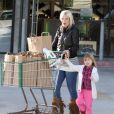 Tori Spelling est en mission courses avec sa fille Stella à Los Angeles, le 21 janvier 2012.