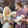 """""""Tori Spelling, Dean McDermott et leurs trois enfants en pleine interview pour l'émission américaine Extra, à Los Angeles, le 25 janvier 2012"""""""