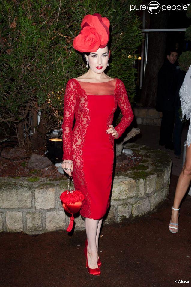 La célèbre pin-up  Dita Von Teese, érotique et tout en transparence dans une robe haute couture Alexis Mabille, assistait au Dîner De La Mode à Paris, le 26 janvier 2012.