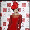 Dita Von Teese en rouge érotique lors du dixième Dîner De La Mode contre le Sida à Paris, le 26 janvier 2012.