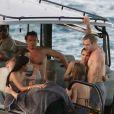Elsa Pataky et Chris Hemsworth en compagnie de Matt Damon et sa femme Luciana en bateau à Saint-Barthélemy, le 19 janvier 2012.