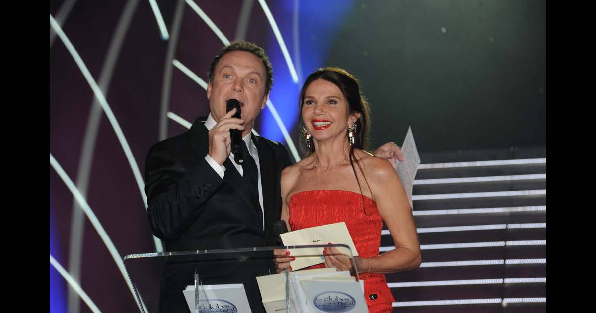 julien lepers et victoria abril aux globes de cristal au lido le 6 f vrier 2012 purepeople. Black Bedroom Furniture Sets. Home Design Ideas