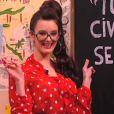 Charlotte Le Bon : sexy et déjantée lorsqu'elle joue à la maîtresse d'école sexy dans Le Petit Journal de Yann Barthès sur Canal + le mercredi 8 février 2012
